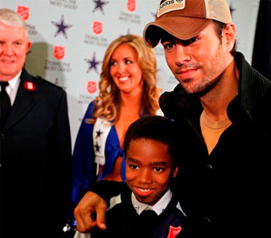 Enrique Iglesias to Kick Off 120th Anniversary of Salvation Army Red Kettle Campaign at Dallas Cowboys Thanksgiving Day Game